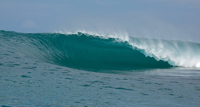 buntings surf spot perfect wave mentawais islands kingfisher resort