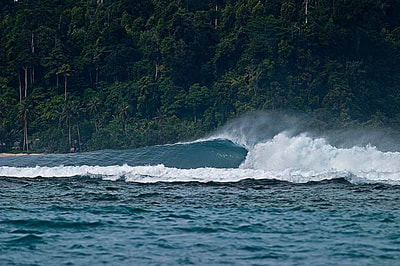 surf wave batcaves mentawais islands macaronis resort secret spot